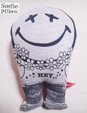 """画像1: Smile Pillow×デトアーライフ """"HEY"""" ブラック×オレンジ"""