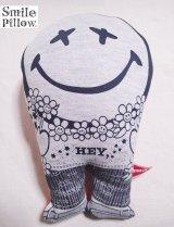 """Smile Pillow×デトアーライフ """"HEY"""" ブラック×オレンジ"""